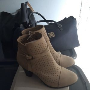 Whitemt Shoes - Beige Booties